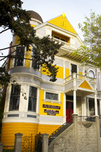 Yellow victorian era building in san francisco