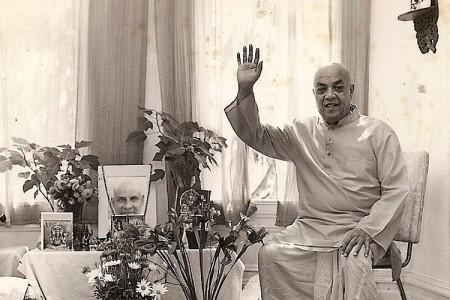 Swami-Nadabrahmananda-his-room-YSSF