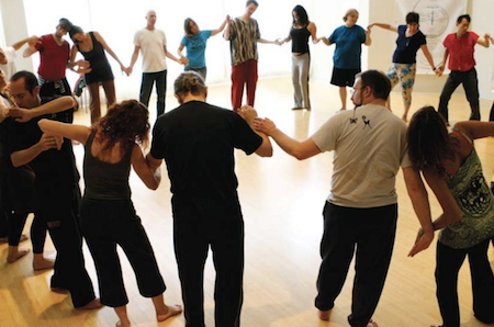 Biodanza-people-dancing-in-circle